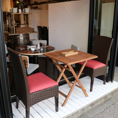 Special seats along Keyaki Street! Terrace seating where wind is comfortable is limited to 1 table (for 2 people) ☆