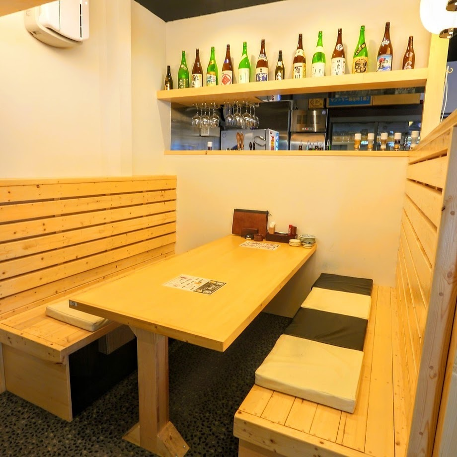 [Up to 8 people] We also have box table seats that are perfect for petit banquets with friends or company names.There is also a distance to the table seat, ♪ I do not mind surroundings ♪