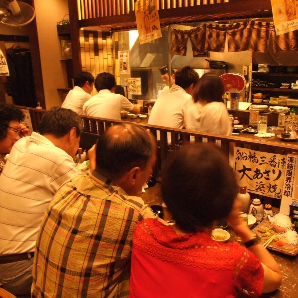 【1階】テーブル席 連日賑わいを見せる一階は少人数から◎