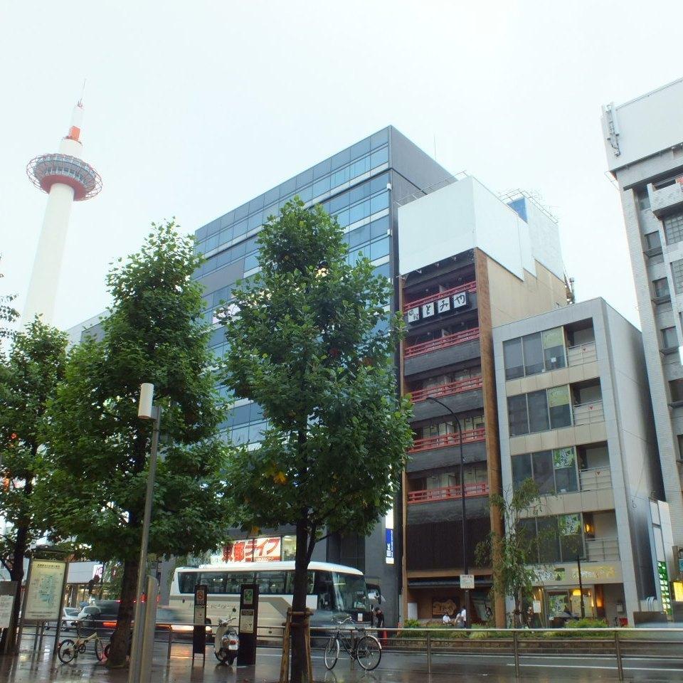 "Each line Kyoto Station 3 min. Walk / Kyoto Tower 1 min. Walk ""Taketori's sound"" will be the entrance"