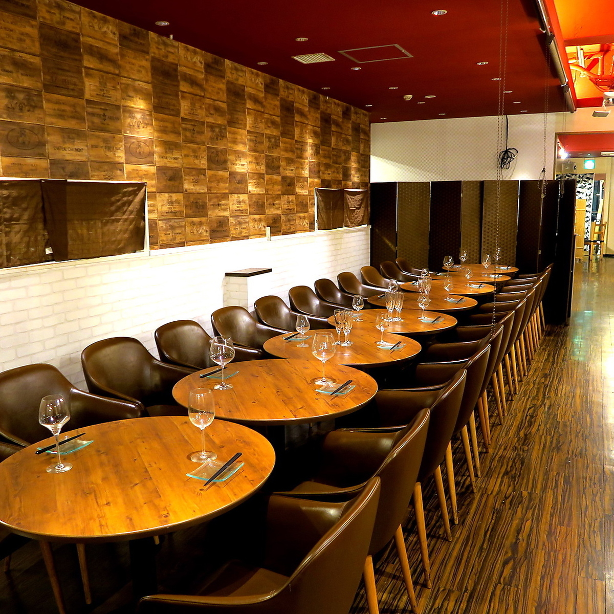 Spacious seats are also available for groups.Please feel free to contact us.
