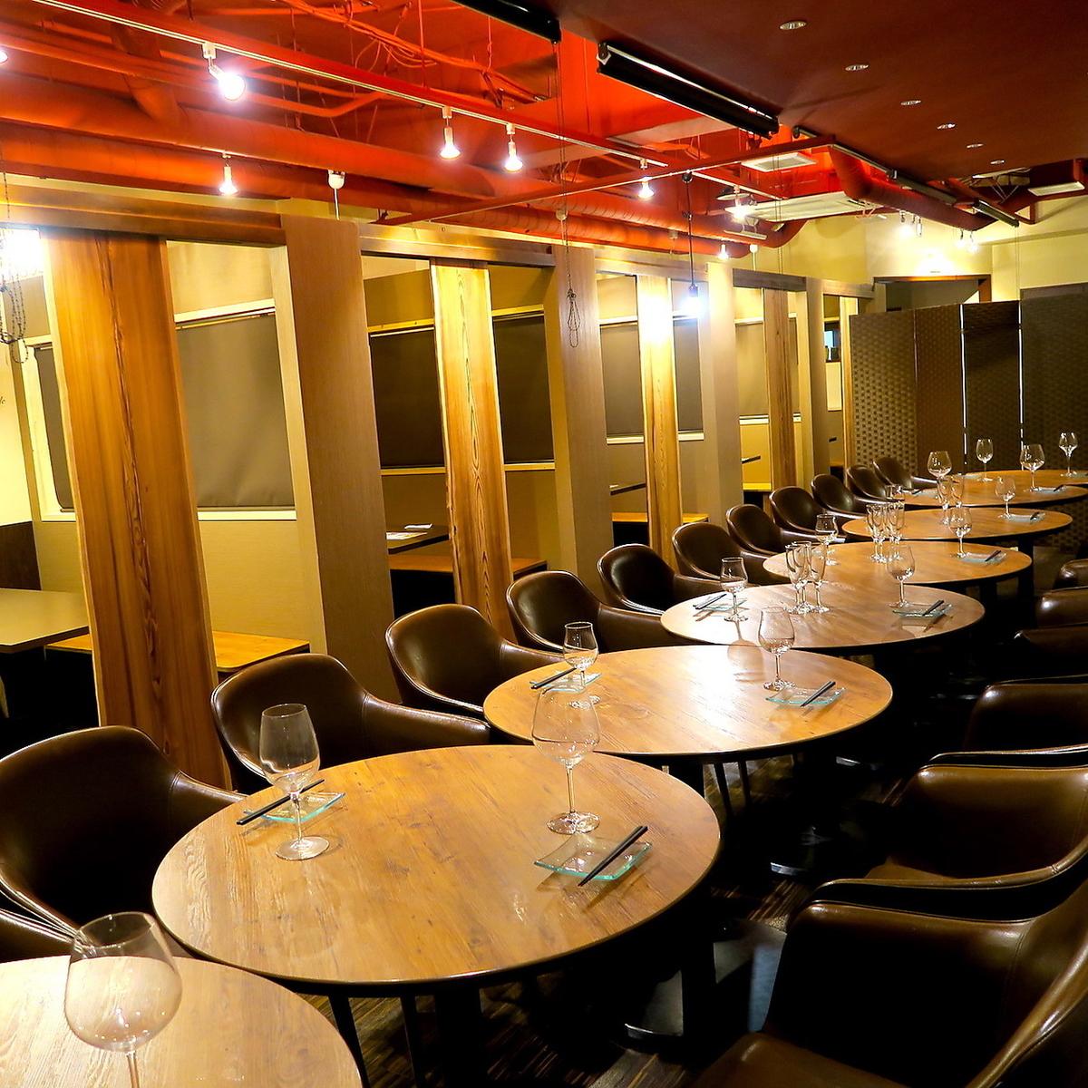 仙台最大的酒吧!宴會最多200人OK!這是我們的標誌之一。這個最大座位數不容易獲得!請用於公司的各種宴會。
