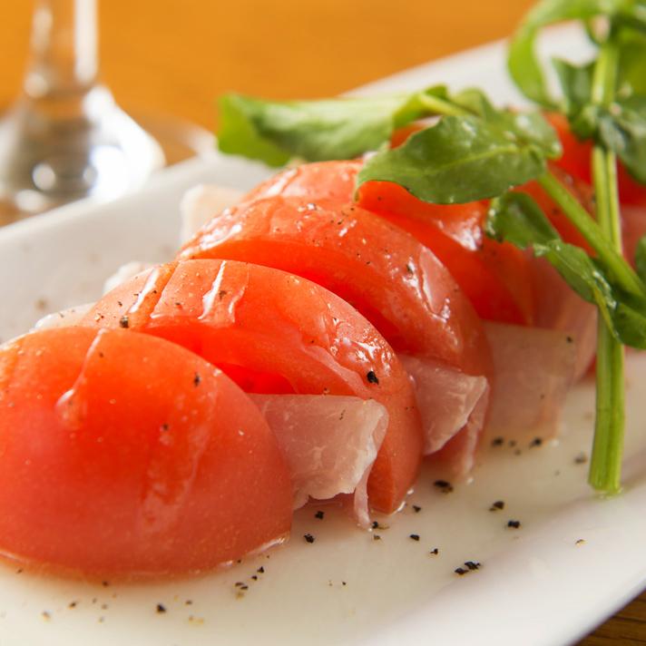 番茄和生火腿沙拉