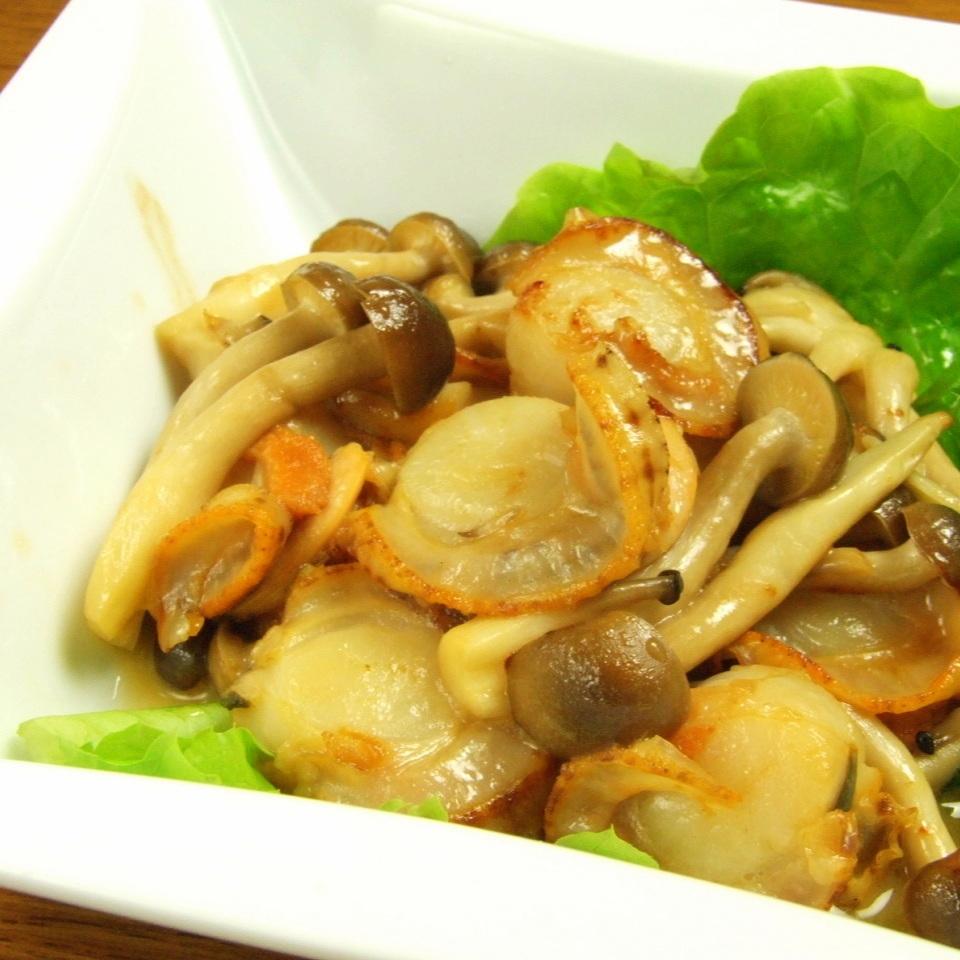 炒扇貝和蘑菇奶油黃油