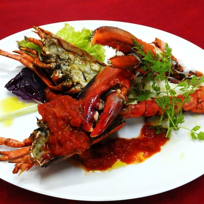 對蝦蝦用Estragon調味的番茄醬烤