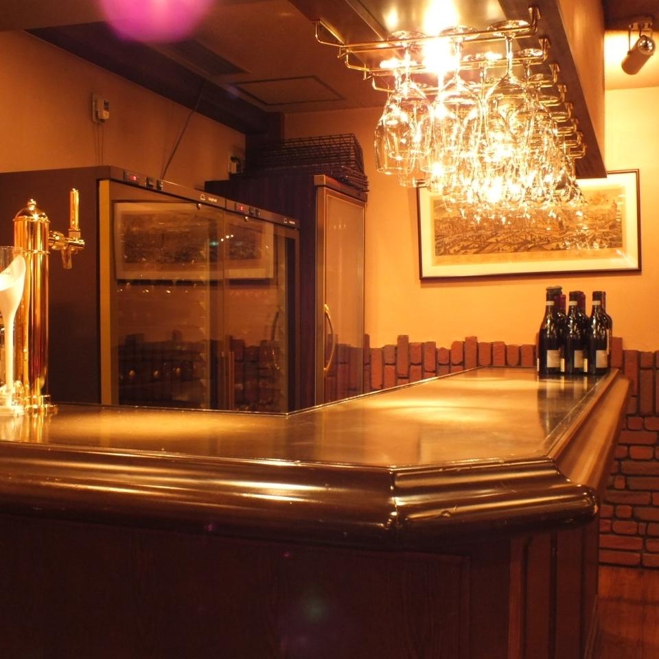 酒吧还设有吧台。