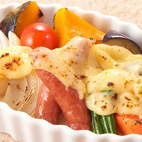 Grilled seasonal vegetables with thick cheese