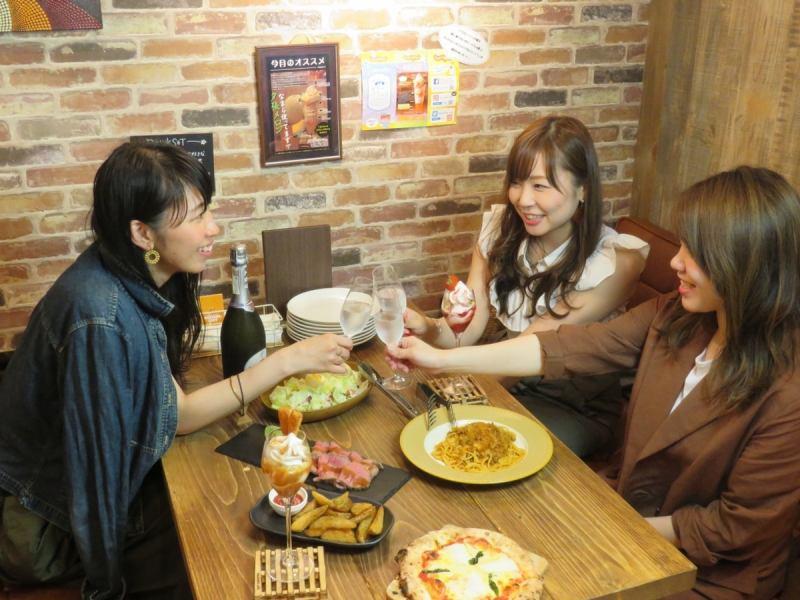 ROJIURA CAFEでは女子会などのご利用も大変ご好評いただいております!!女子会や各種ご宴会に是非ご利用ください♪