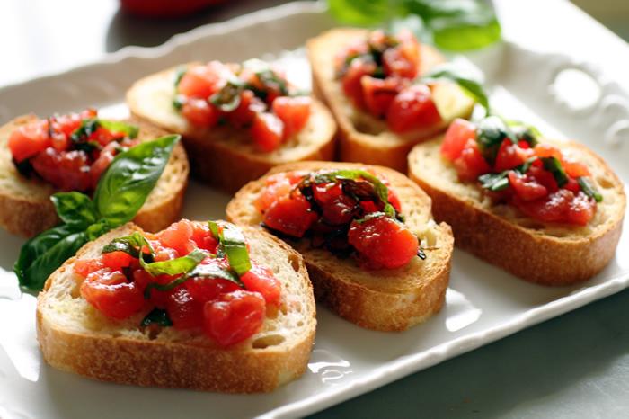 新鲜的蕃茄bruschetta