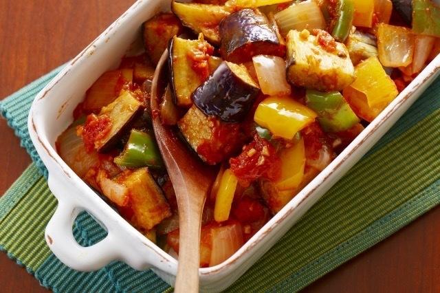 菜煮沸的蕃茄caponata