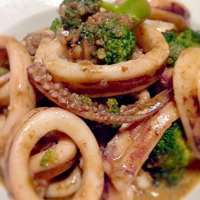 鱿鱼和西兰花凤尾鱼腌料