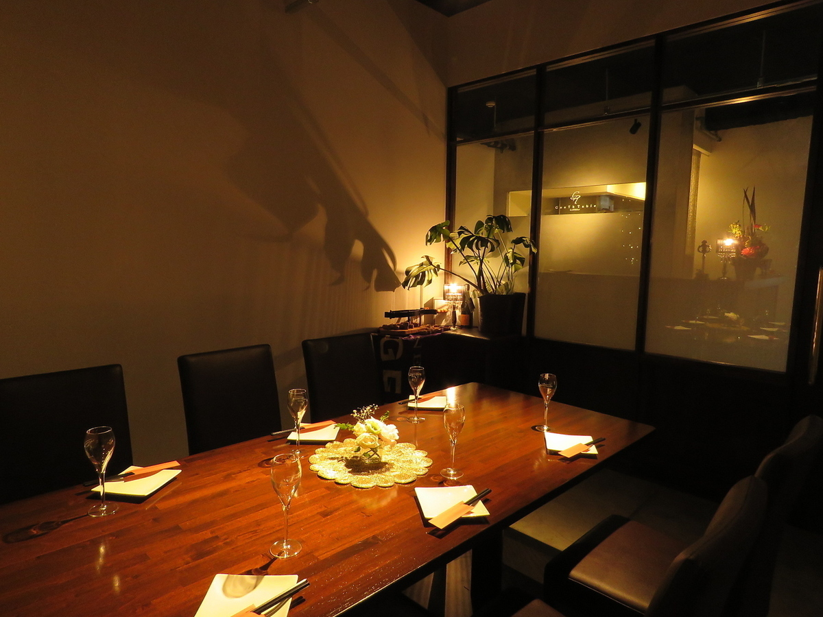【Private space limited to 1 pair per day】 VIP private room is open ♪ From the outside it protects privacy with foggy glasses! Enjoy delicious dishes and sake in private space ♪