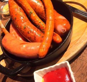 Grilled sausage serving