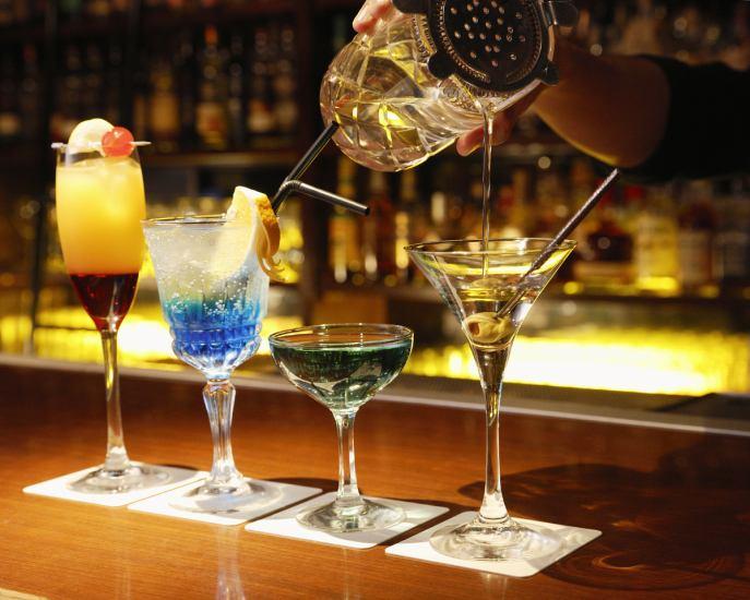 お酒はなんと約1,000種類!ウイスキーからカクテルまで、お客様のご要望にお応え致します!
