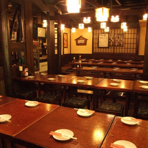 The spacious interior has 100 seats in all! Enjoy relaxing comfortably with table seats and digging tatami.Up to 70 banquet members OK!