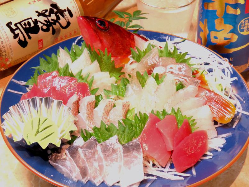 Assortment of sashimi platter with reservation of over 3,500 yen on weekdays!
