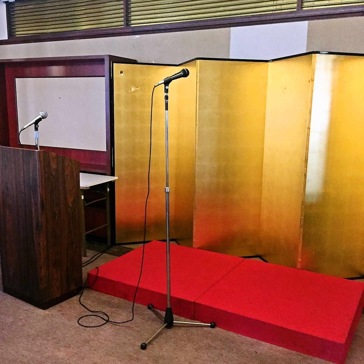 We also have a stage.You can use it even for celebrations such as the awards ceremony.