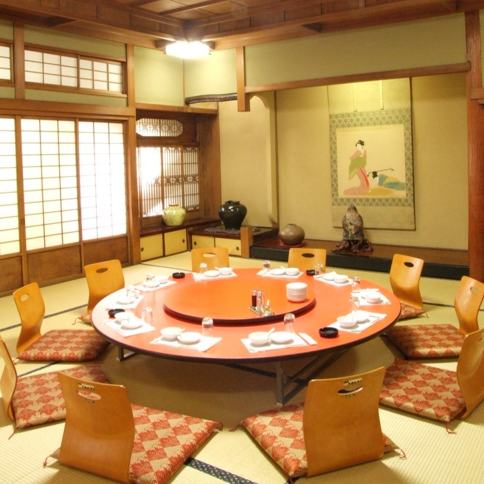 Spacious fully-private room is also available for guests with children