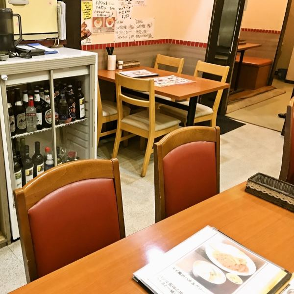 Inside the spacious and relaxing shop, we have table seats available.While cozy, you can dine calmly so lunch time there are many neighborhood salaried workers and OL.