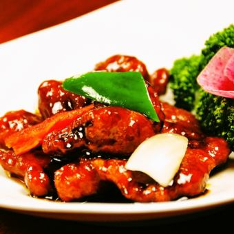 Red vinegared refreshing sweet and sour pork