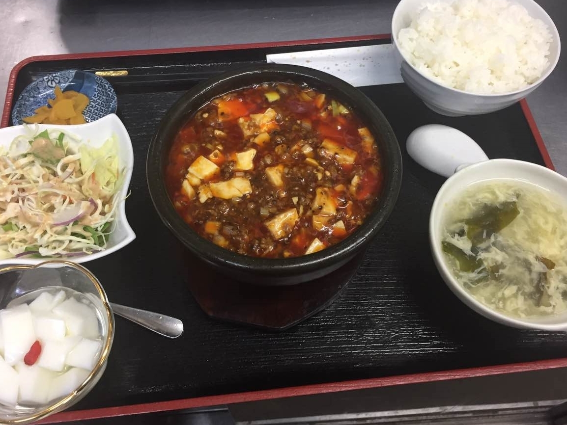 麻婆豆腐800円♪(サラダ/スープ/ご飯/漬物/杏仁豆腐)
