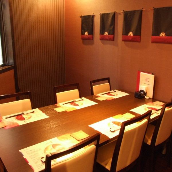 촉촉한 차분한 분위기의 VIP 독실.소중한 사람과의 식사 모임 등으로 이용하실 수 있습니다.
