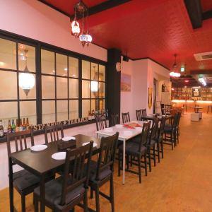 2F…お洒落なテーブル席ご用意!少人数~大人数に対応できるお席になっております。会社宴会やプライベートな飲み会、同窓会にもおすすめ