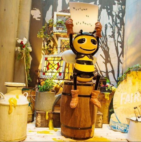 "Various memories, such as a popular place! Birthday, women's meetings and reunion with your change of clothes also ··· ☆ course photo of the spot our mascot ""Bee-chan"" is by welcome ♪ season at the entrance of the shop a piece of Bee properly together Pashari ♪ staff celebrations should also put you voice to please staff when you !! photograph excitement of!"