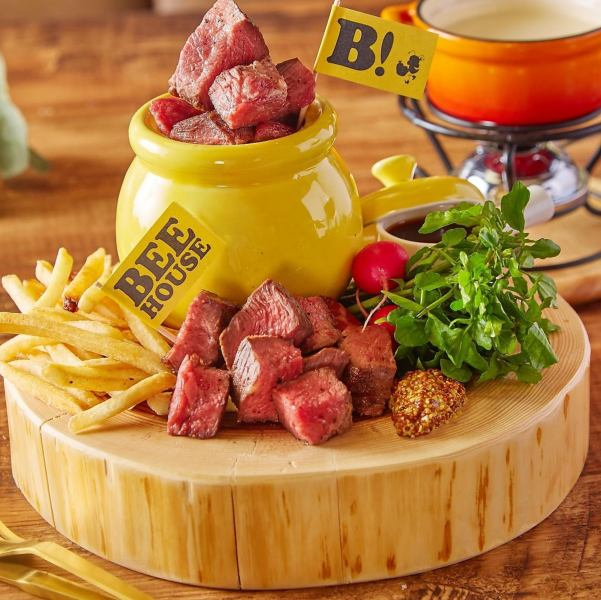 "Media rush! [New menu ★] ""Meat Honey pot"" that used 1 pound (about 450 g) of the rare site ""Zabuton"""
