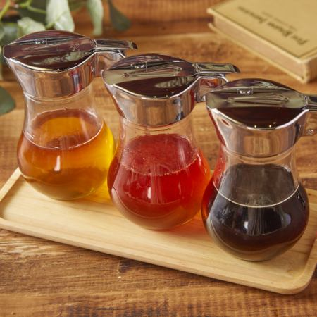 Bee House original blend besides plain honey Three flavors of honey are prepared!