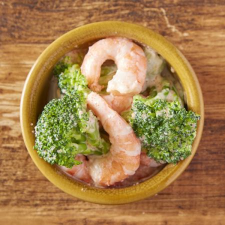 Shrimp and broccoli with homemade mayonnaise