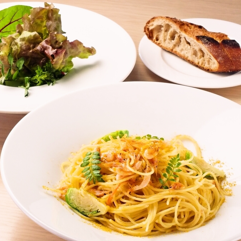 """""""Weekday"""" Pasta Lunch 980 yen (tax included)"""