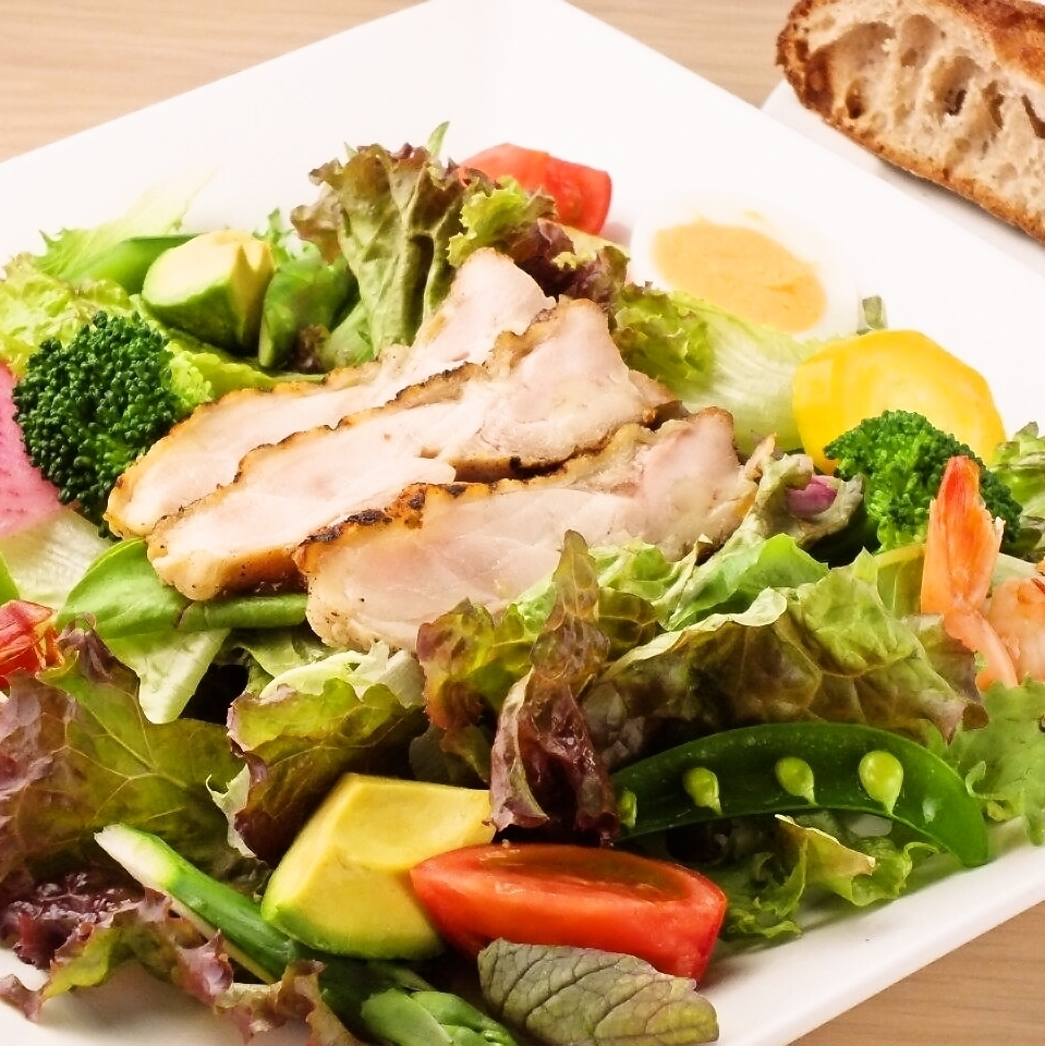 """Weekday"" Seasonal vegetables plenty Salad lunch 1300 yen (tax included)"