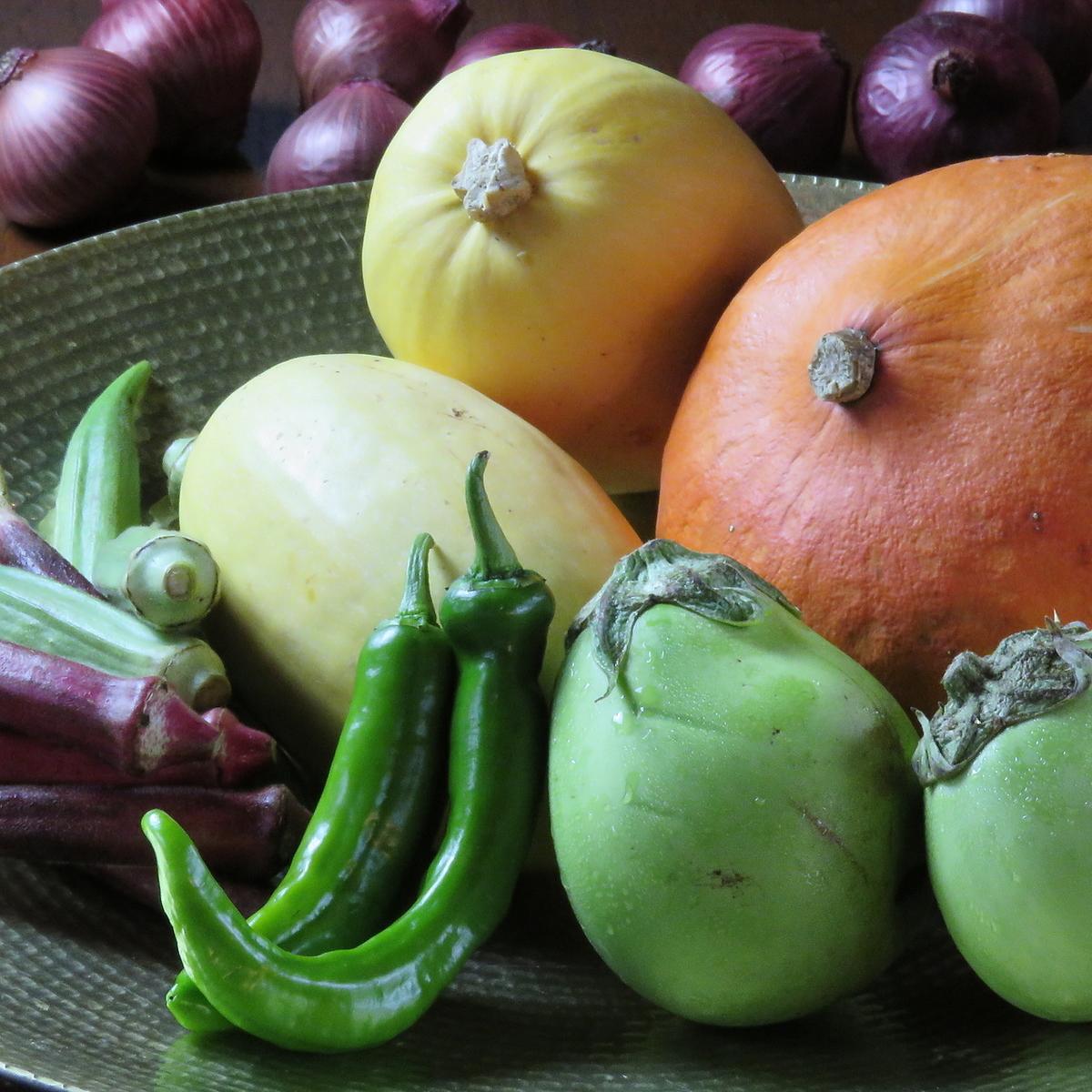 季節野菜を続々入荷中!!