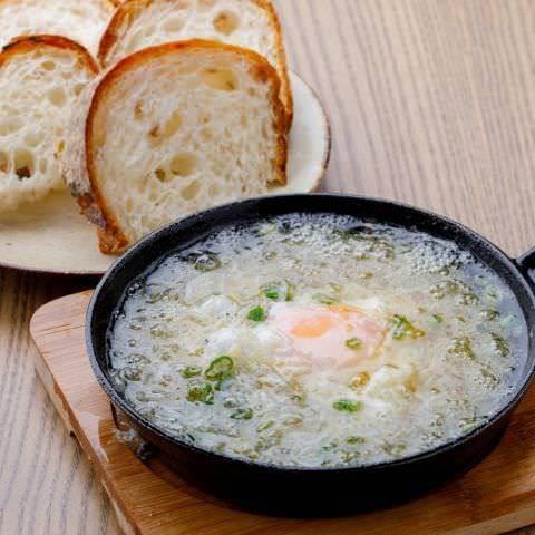 スペインバルの定番!4種類のアヒージョ(オイル煮) パン付き