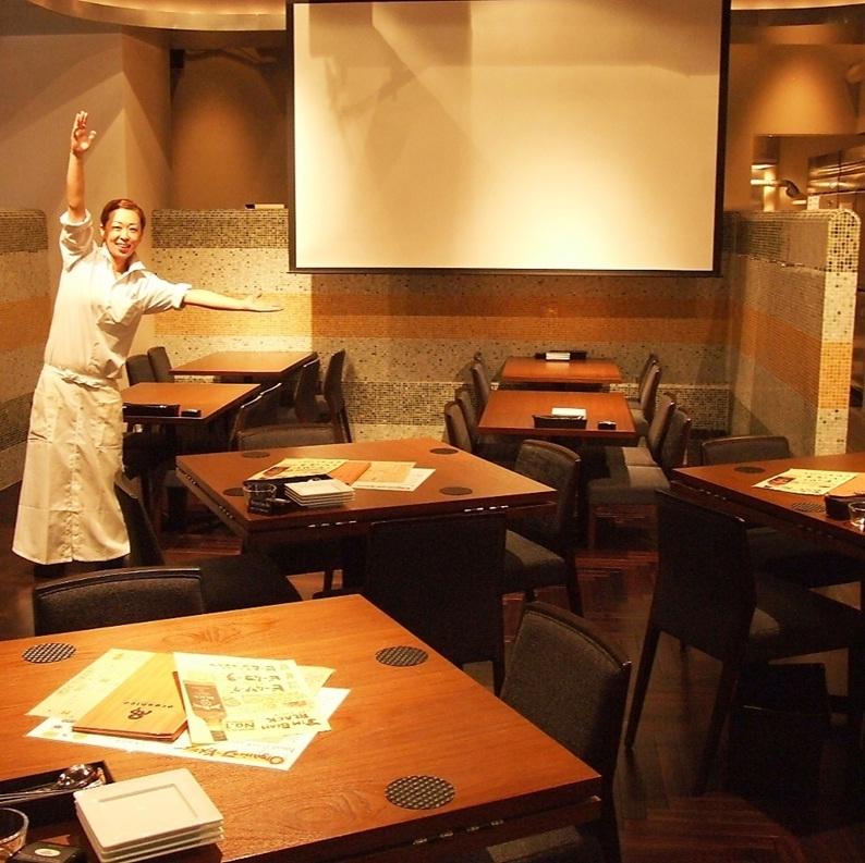 스크린과 좌석을 사용하여 다양한 이벤트 및 회의에 활용할 수 있습니다.일단 가게에 문의하십시오!