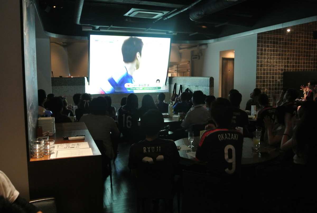 It is like this when a person enters.While eating Napoli pizza, I think that I can have a beer and drink beer with everyone.It is more quiet than the sports bar and you can see it.On this day we watched soccer with nearly 90 customers.It was exciting ~ 4 years later, please let me go to the finals tournament in 2018! Japan !!