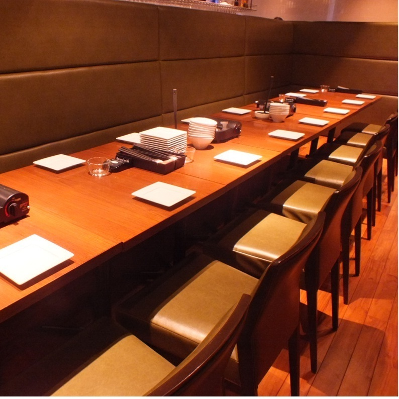 테이블을 연결하여 일렬로 쭉 늘어 놓는 것도 할 수있는 공간도 있습니다.모두가 편안한 휴식을 가세요 ♪