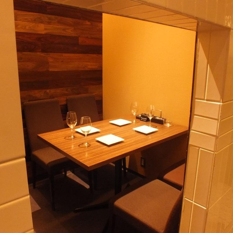 私人房间座位。这是4人。在平静的空间享受美味的晚餐♪