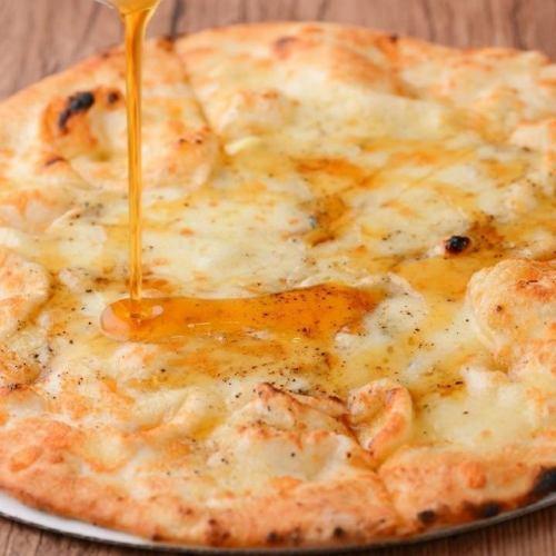 クアトロフォルマッジ(4種のチーズとハチミツ)