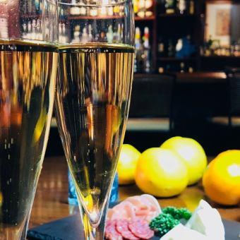 【豪华和美好的夜晚♪】仅平日☆4人〜私人房间OK&新鲜饮酒和发射5项奢侈计划4000日元