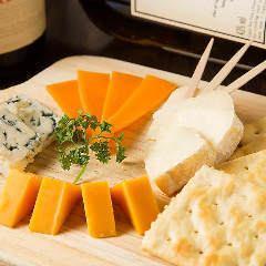 Cheese platter プレミアムチーズの盛り合わせ