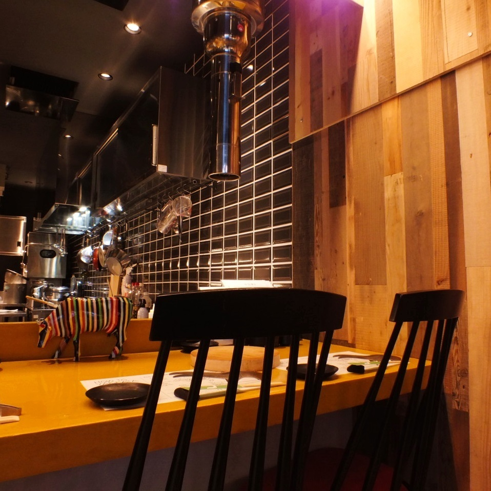 Full of live feeling! Counter seats up to 14 people! Konikuyama is a popular seat for counter seats!