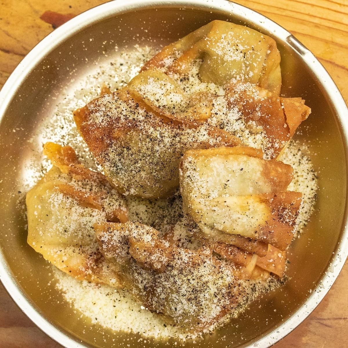 揚げ餃子 ブラックペッパー&チーズ