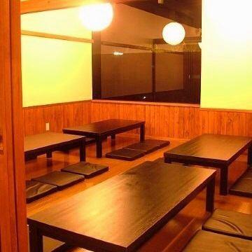 【団体向けの個室あり】 会社宴会に最適な座敷席は、26名様までOK!!扉のついた完全個室です☆