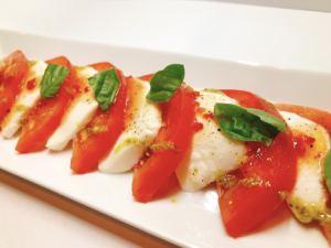 モッツアレラチーズとトマト、バジルのカプレーゼ