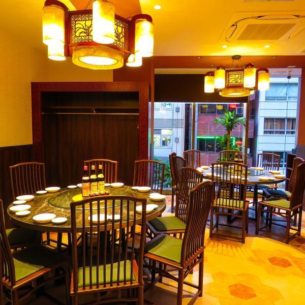 我們準備了兩張大桌子,您可以和10人一起享用美食。完美的共進晚餐,共享美食(新橋中國新年派對新年派對歡迎派對告別派對聚會全友暢飲餃子推薦)