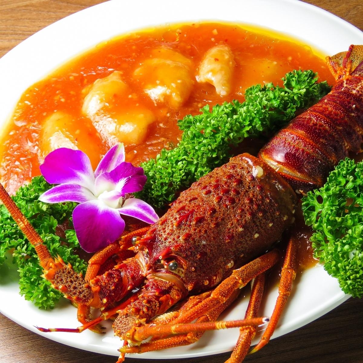 """伊勢蝦的辣椒醬""""精製奢侈食品配料的炒蝦"""""""