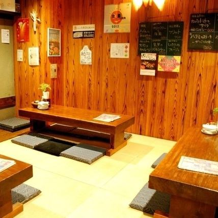 【The tatami mats are also nice for the Japanese - style seat ◎ The charter and the space allowance are OK!】 The spacious seating that you can relax and enjoy yourself is perfect for medium size banquets for ~ 8 people ◎ We also accept private charters from 15 people Please do not hesitate to contact us so please!