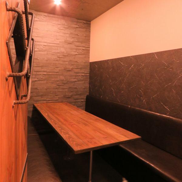 1Fは、2名様の小さな個室から、最大10名様までOKのお部屋までご用意!人数に合わせて個室をご案内するため、部屋によって異なる雰囲気を、来店ごとにお楽しみください◎